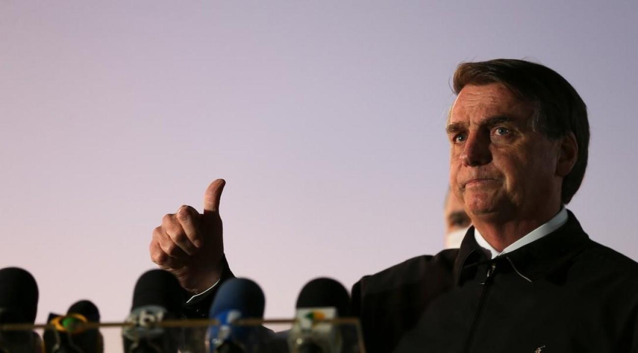 Bolsonaro diz não poder mais socorrer Estados e insiste na reabertura da economia.