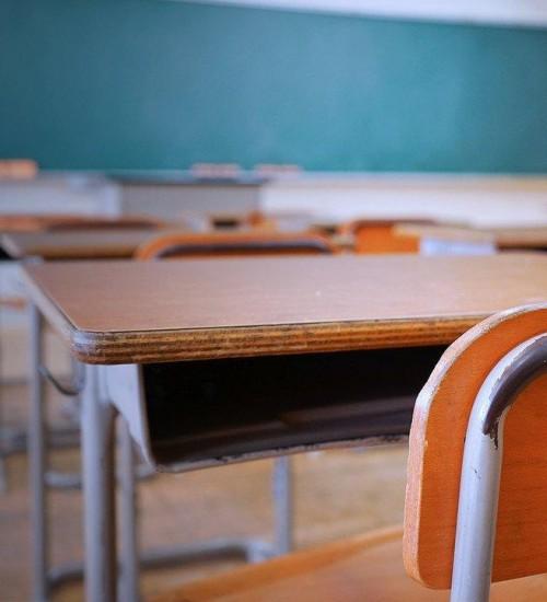 Reunião entre escolas e governo poderá definir retomada de aulas presenciais no RS.