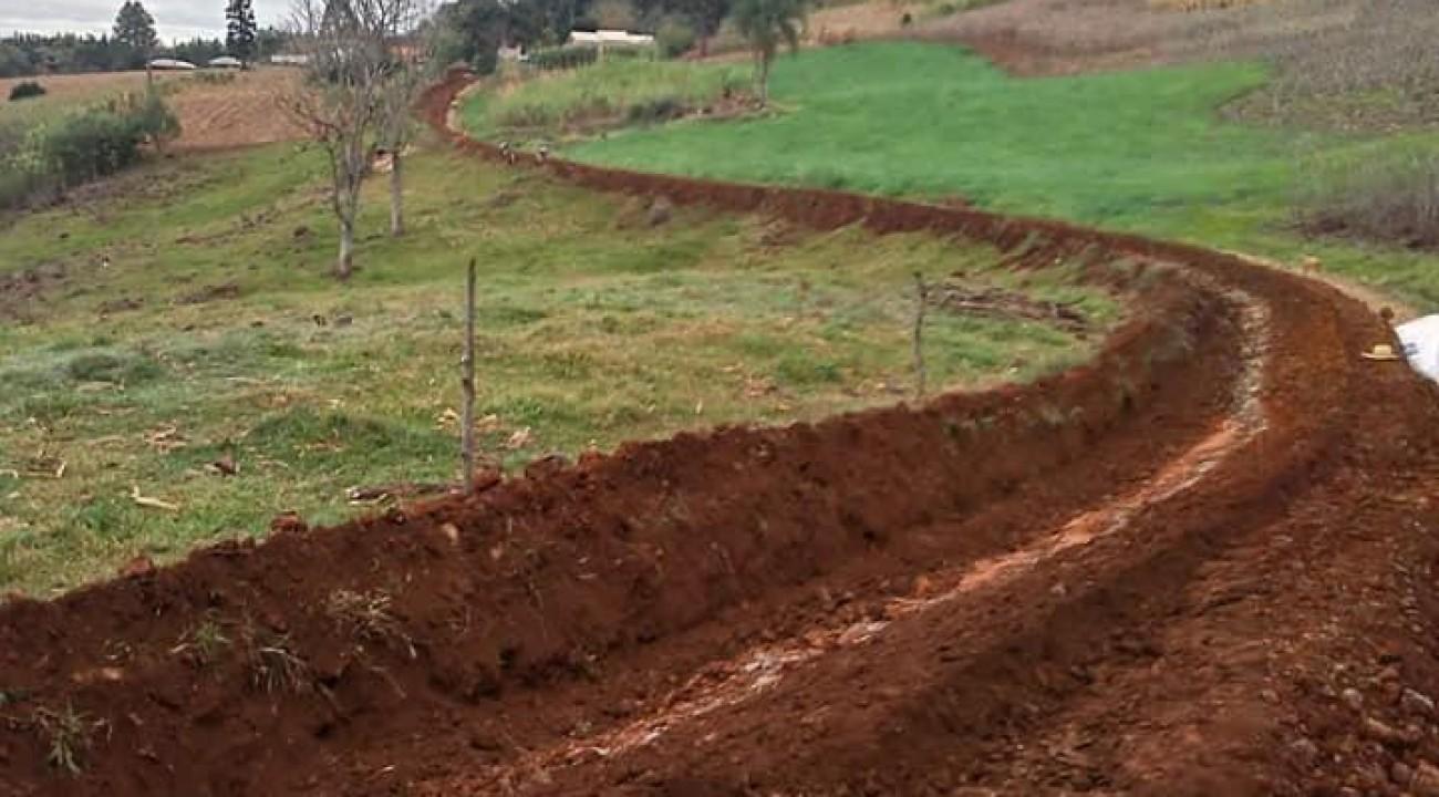Itatiba do Sul: Mais uma rede de água sendo construída.