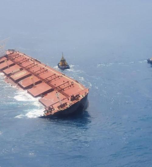 Navio que levava minério da Vale para China será afundado, informa Marinha.