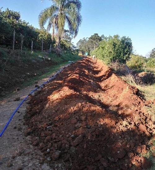 Rede de água no interior de Itatiba do Sul.