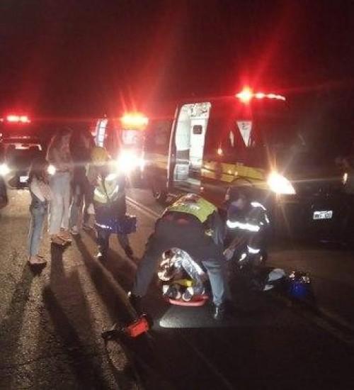 Acidente com duas motocicletas deixa adolescente com ferimentos em Seara (SC).