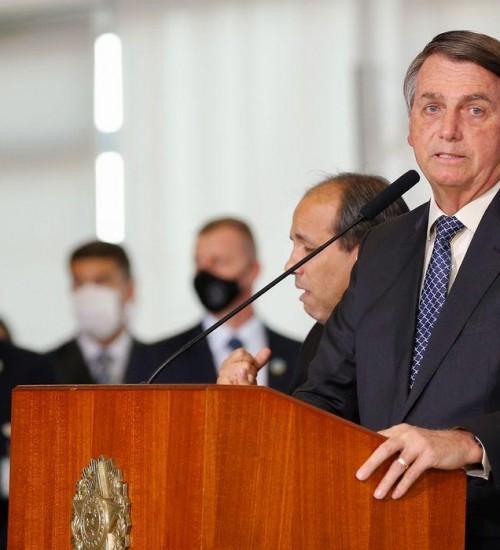 Bolsonaro fala em estender auxílio emergencial até o final do ano.