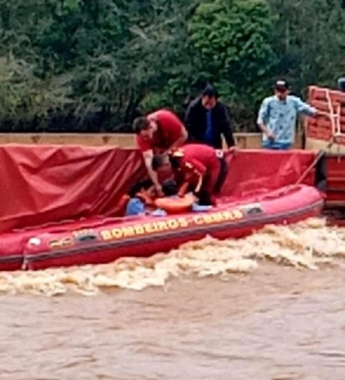 Bombeiros evitam tragédia no Rio Erechim; vídeo.