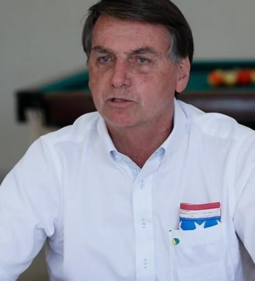 """""""Menor hoje pode cheirar paralelepípedo de crack, menos trabalhar"""", diz Bolsonaro."""