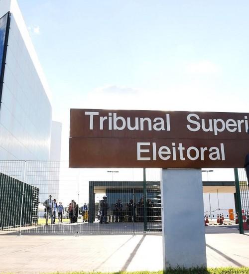 TSE proíbe candidatos de participar de lives artísticas nas eleições municipais.