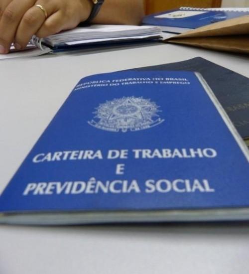 Desemprego recua, mas país ainda tem 13 milhões sem trabalho, diz IBGE.