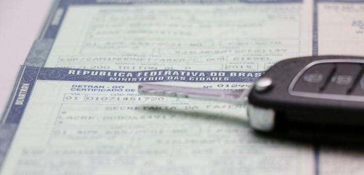 Governo do RS mantém parcelamento do IPVA em três vezes e calendário até abril.