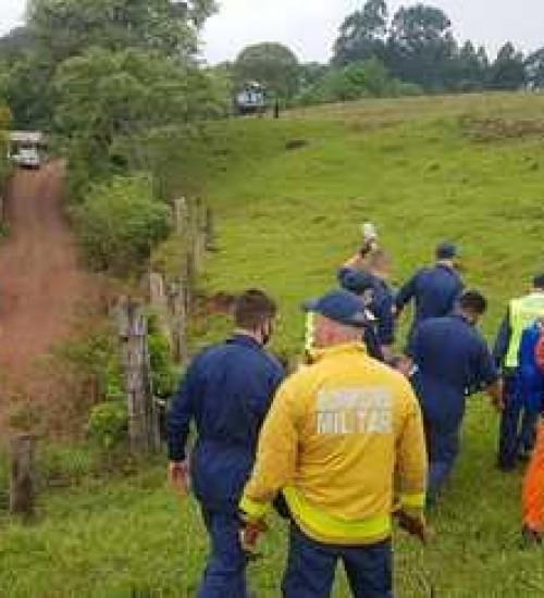 Homem é socorrido de helicóptero após acidente de trabalho no interior de Chapecó (SC).