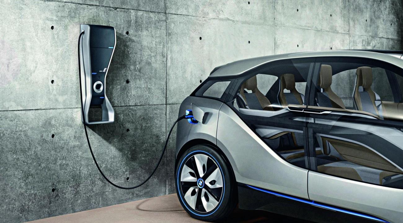 Reino Unido proibirá carros a gasolina até 2030.