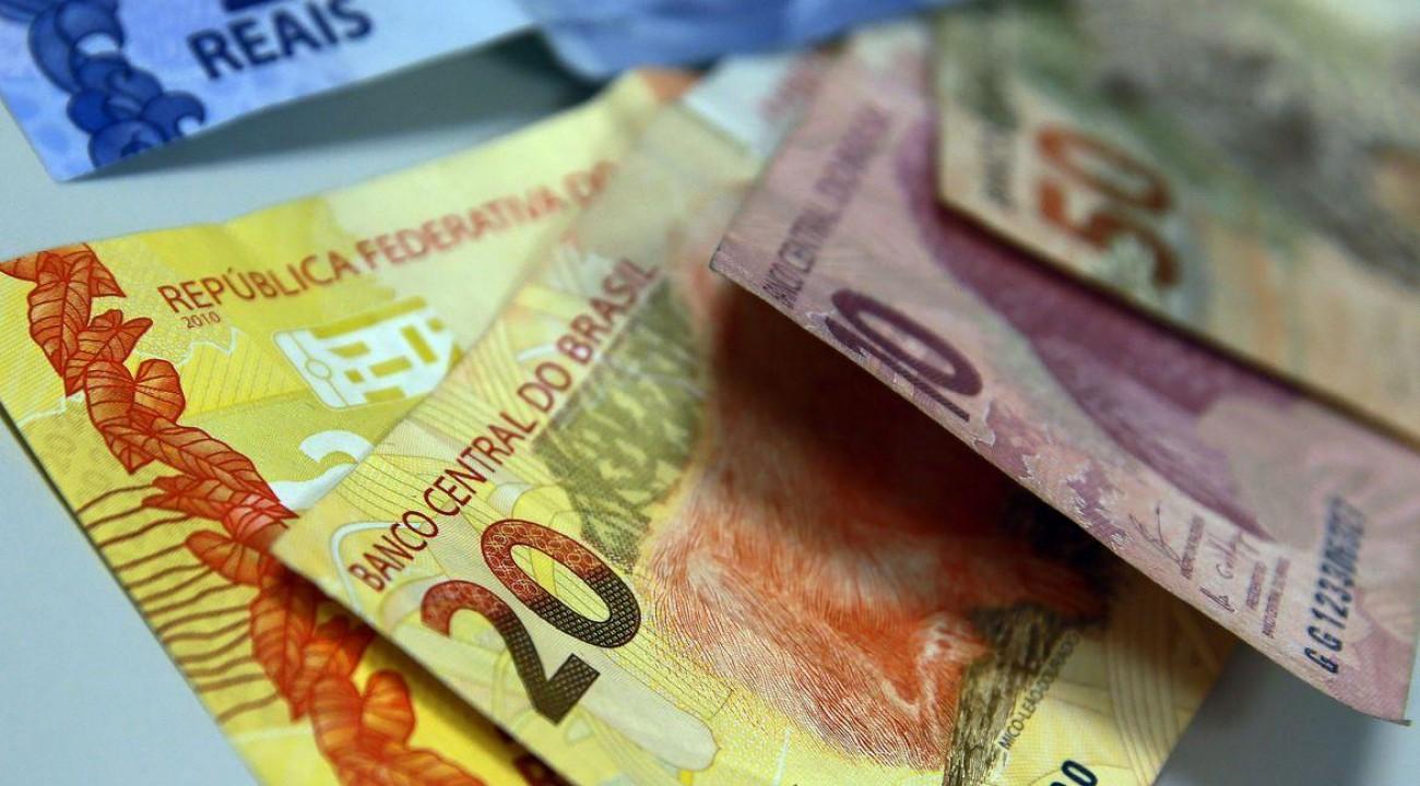 Salário mínimo do brasileiro deverá chegar a R$ 1.087 em 2021.