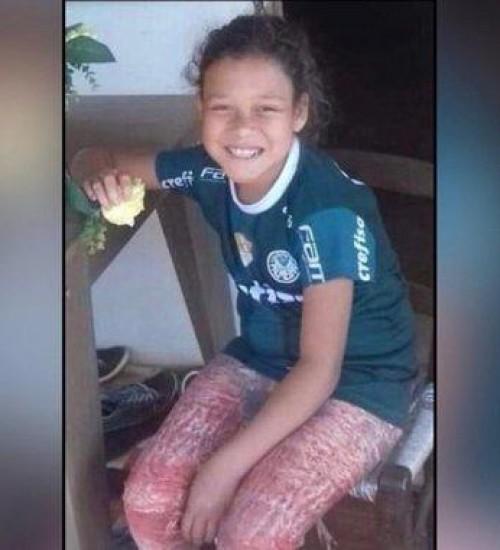 Adolescente de 13 anos morre em piscina plástica.