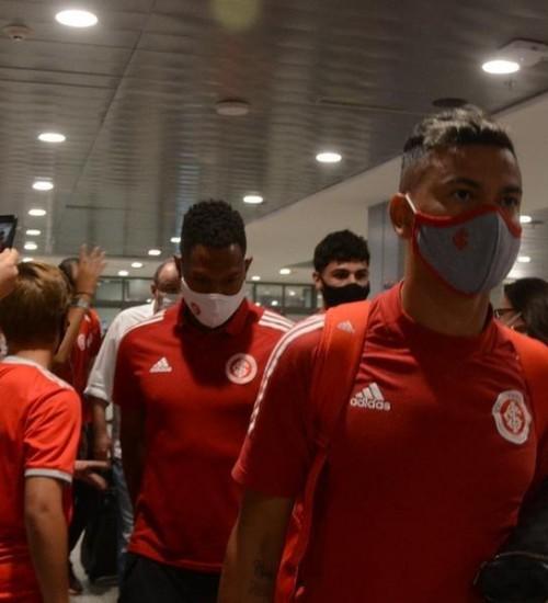 Inter desembarca com apoio da torcida e clima de esperança no título.