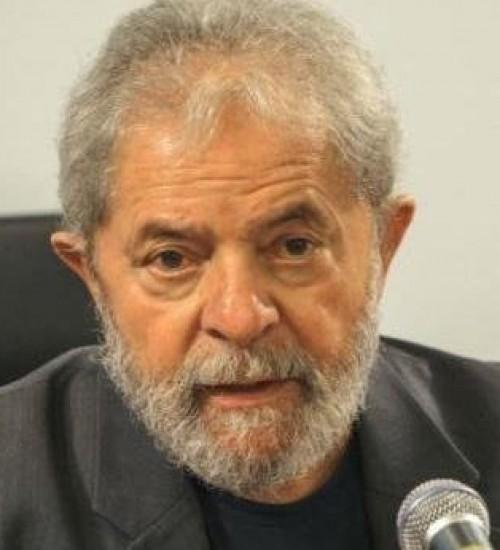 Fachin anula condenações de Lula e torna ex-presidente elegível.