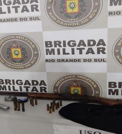 Indivíduos são presos em Erval Grande por porte ilegal de arma de fogo e furto.