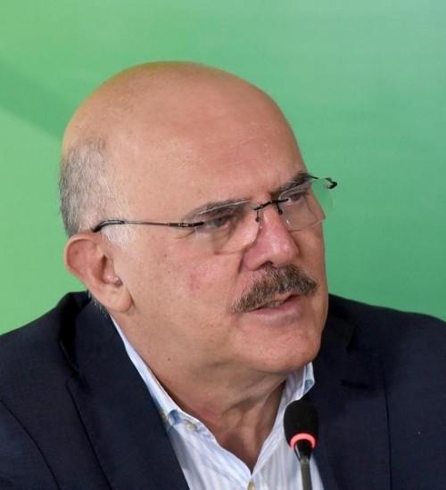 Ministro da Educação reforça pedido para vacinação de professores.
