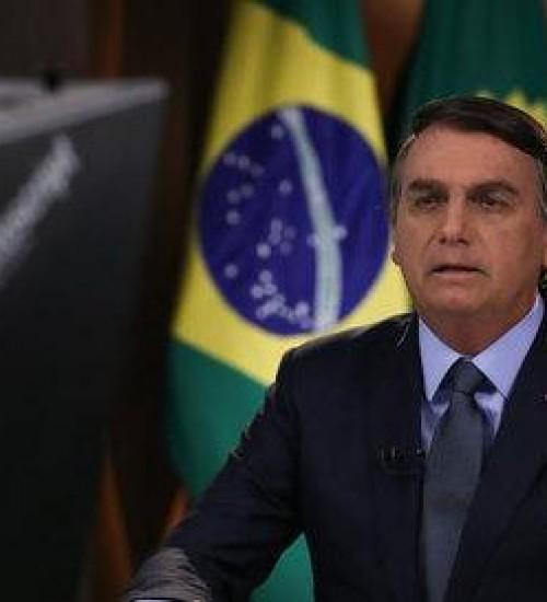 Rejeição a trabalho de Bolsonaro na pandemia vai a 54%, segundo Datafolha.