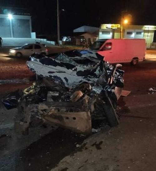 Colisão entre carro e carreta deixa um morto em Passo Fundo.