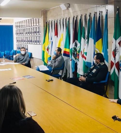 Governo do Estado acolhe plano de ação da AMAU.