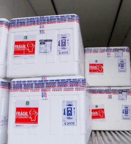 RS recebe novo lote com 243,4 mil doses da vacina Oxford/AstraZeneca.