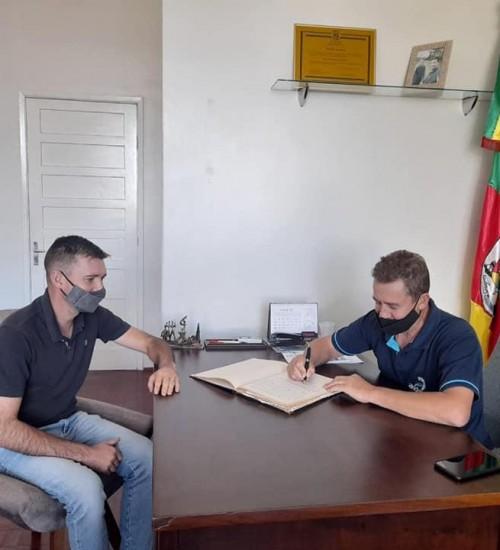 Vice-prefeito municipal de Itatiba do Sul assume o cargo de prefeito municipal.