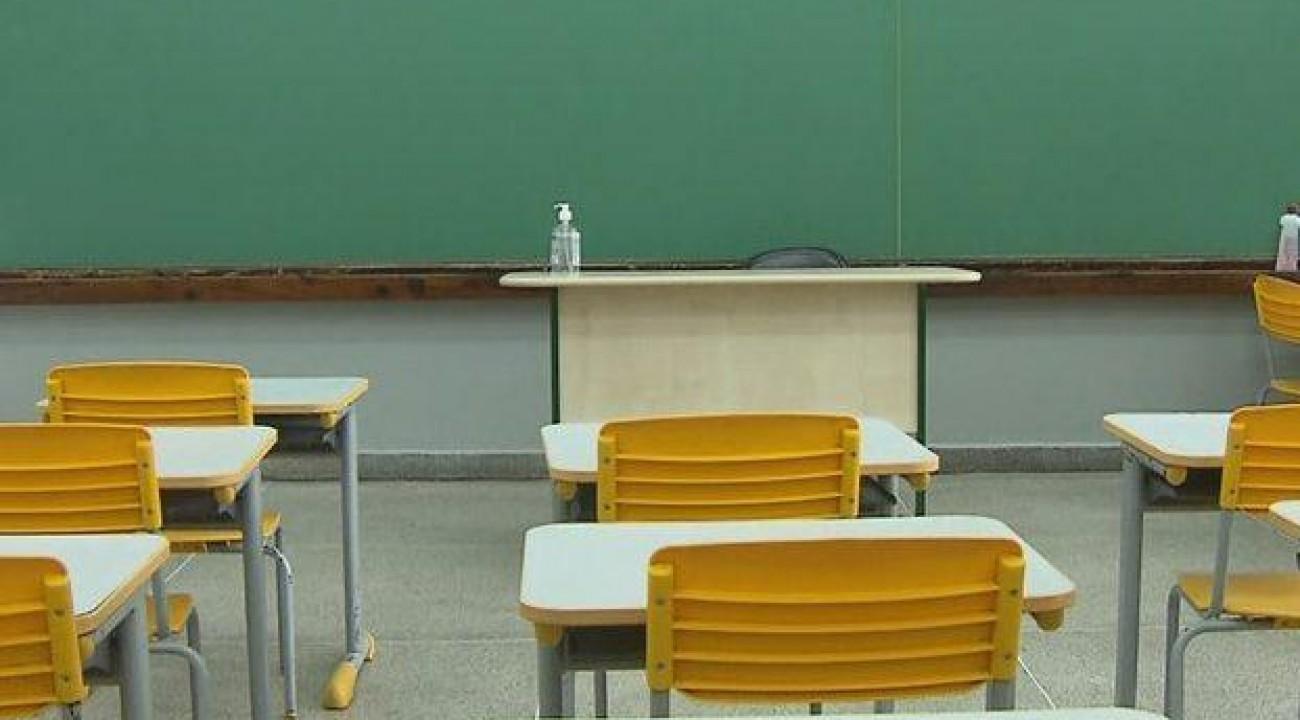 Governo federal elabora portaria para abertura de todas as escolas em agosto.