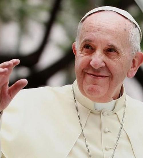 Papa Francisco passa por cirurgia e reage bem a procedimento.