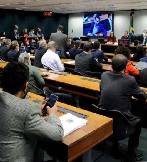 Comissão da Câmara mantém fim do segundo turno nas eleições a partir de 2024.