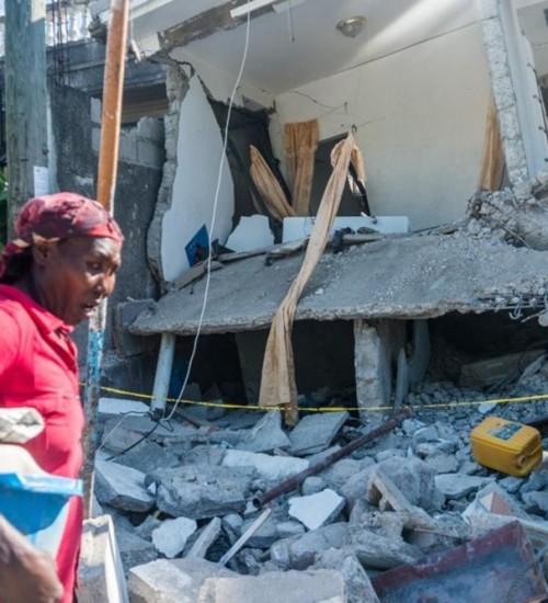 Haiti enfrenta ciclone tropical três dias após terremoto arrasador.