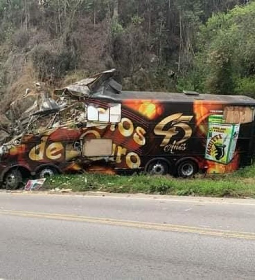Acidente com ônibus na BR-282 tira a vida de Airton Machado, do Garotos de Ouro.
