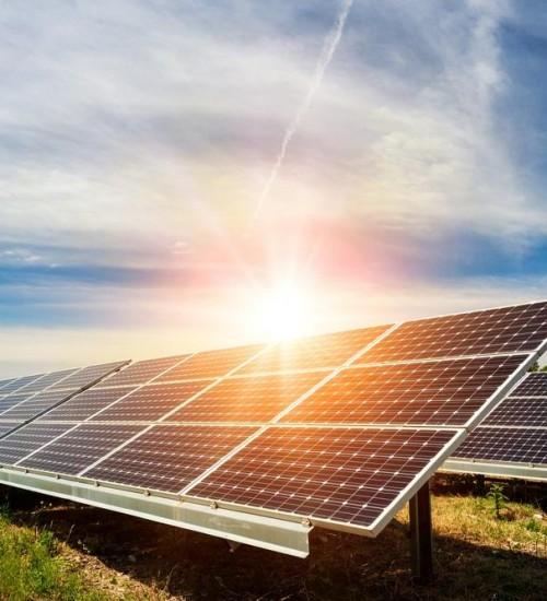 Brasil vê instalações de energia solar em casas crescer 2.000%.